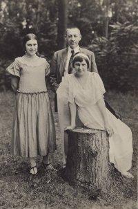 С. В. Рахманинов с дочерьми. 1924 г, Эмзер-аллея. Дрезден