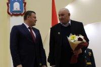 А. В. Никитин вручил награду А. И. Ермакову